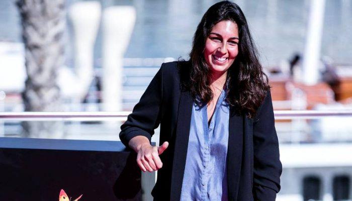 """GRA131. MÁLAGA, 26/04/2016.-La directora Alba González de Molina posa en el puerto malagueño tras presentar su largometraje """"Julie"""" a concurso en la 19º edición del Festival de Cine Español de Málaga. EFE/ Jorge Zapata."""